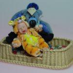 Baby Puppenhauspuppe aus Porzellan