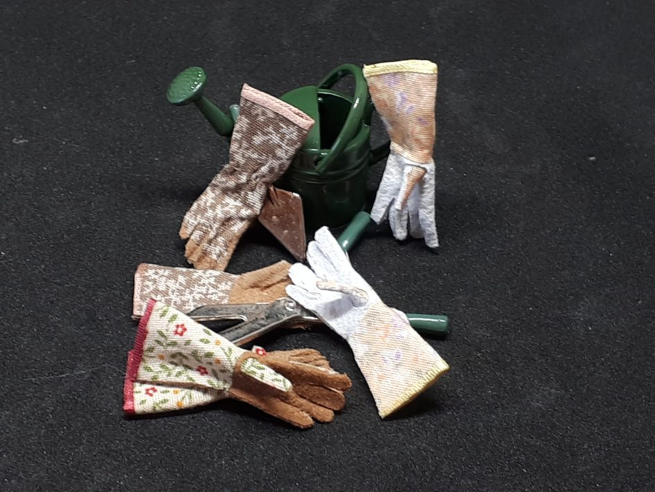 Gloves for miniature dolls for your dolls house